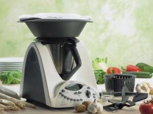Küchenmaschinen wie der Thermomix von Vorwerk sind echte Allrounder, mit denen sich jedes vegane Rezept umsetzen lässt.
